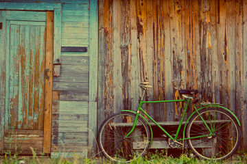 green-bike-vintage-door-effects-1320x660