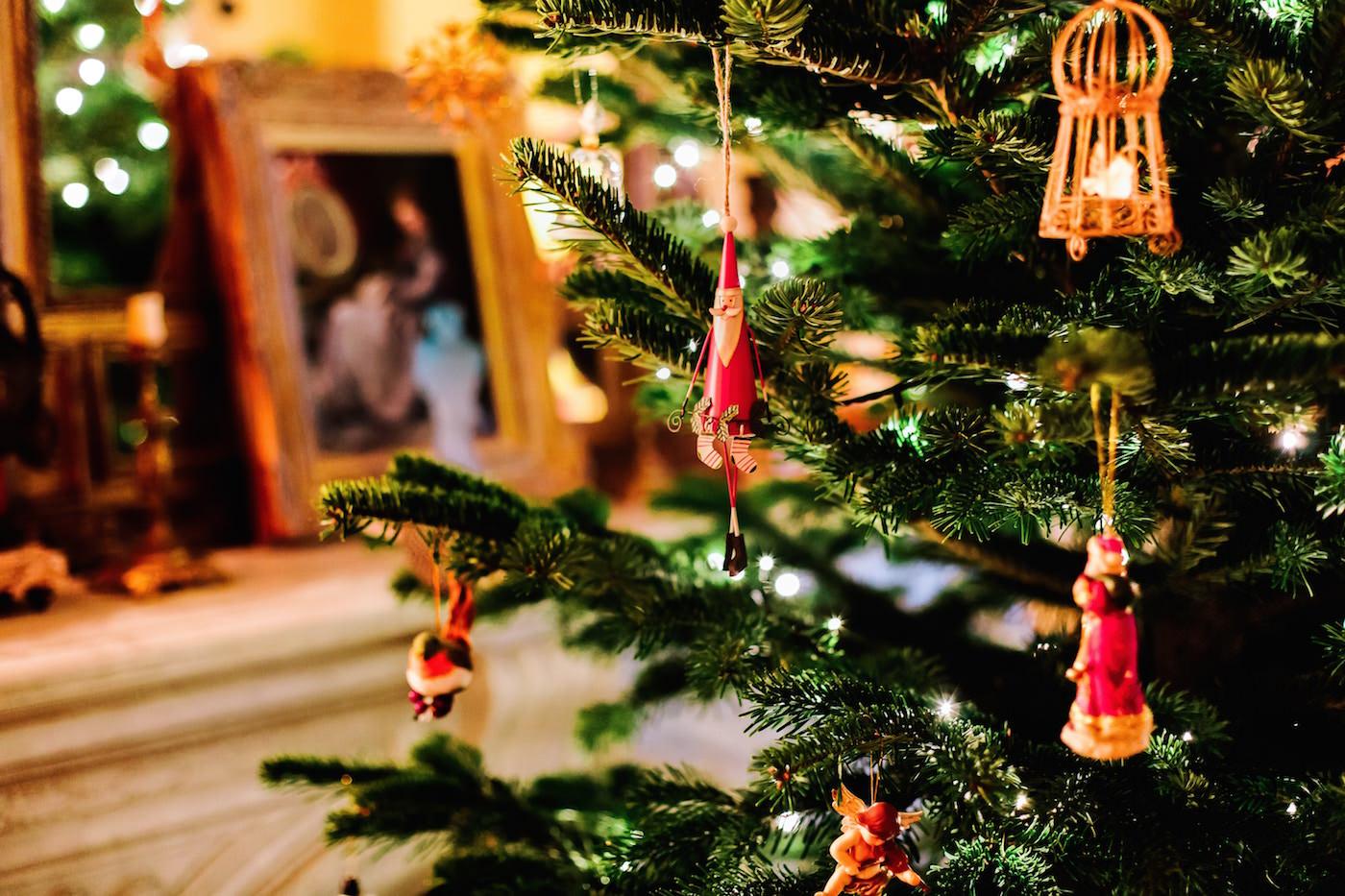 Jesus And Christmas Trees Part - 48: 5 Ways To Center Your Family Around Jesus This Christmas